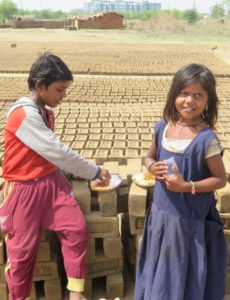 Children-of-laborers-eating
