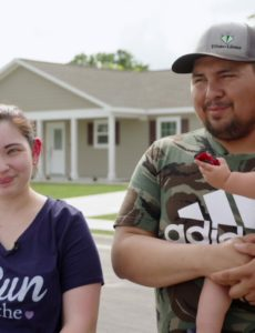 Texas couple praising God for their new home built by Samaritan's Purse after their previous house was destroyed by Hurricane Harvey flood