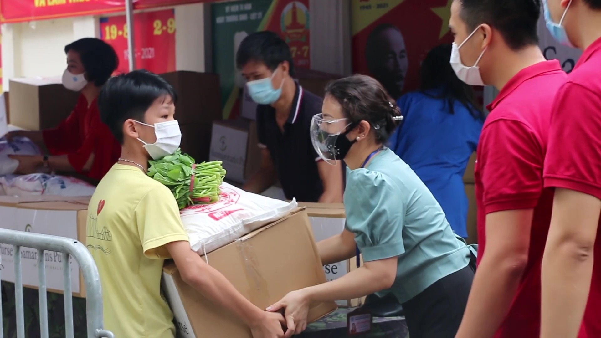 Samaritan's Purse distributed food relief packages and supplies to families in Vietnam who are struggling during the pandemic.
